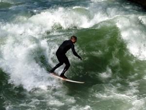 th_surfer-583983_640